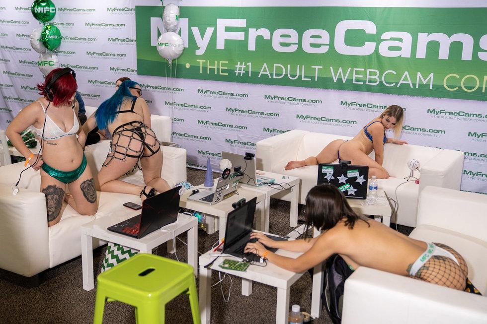 "Inside Porn Convention ""Exxxotica 2018"""