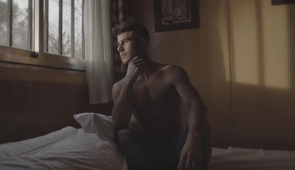 "Allen King Drops New Music Video For ""Mejor Me Quedo"""