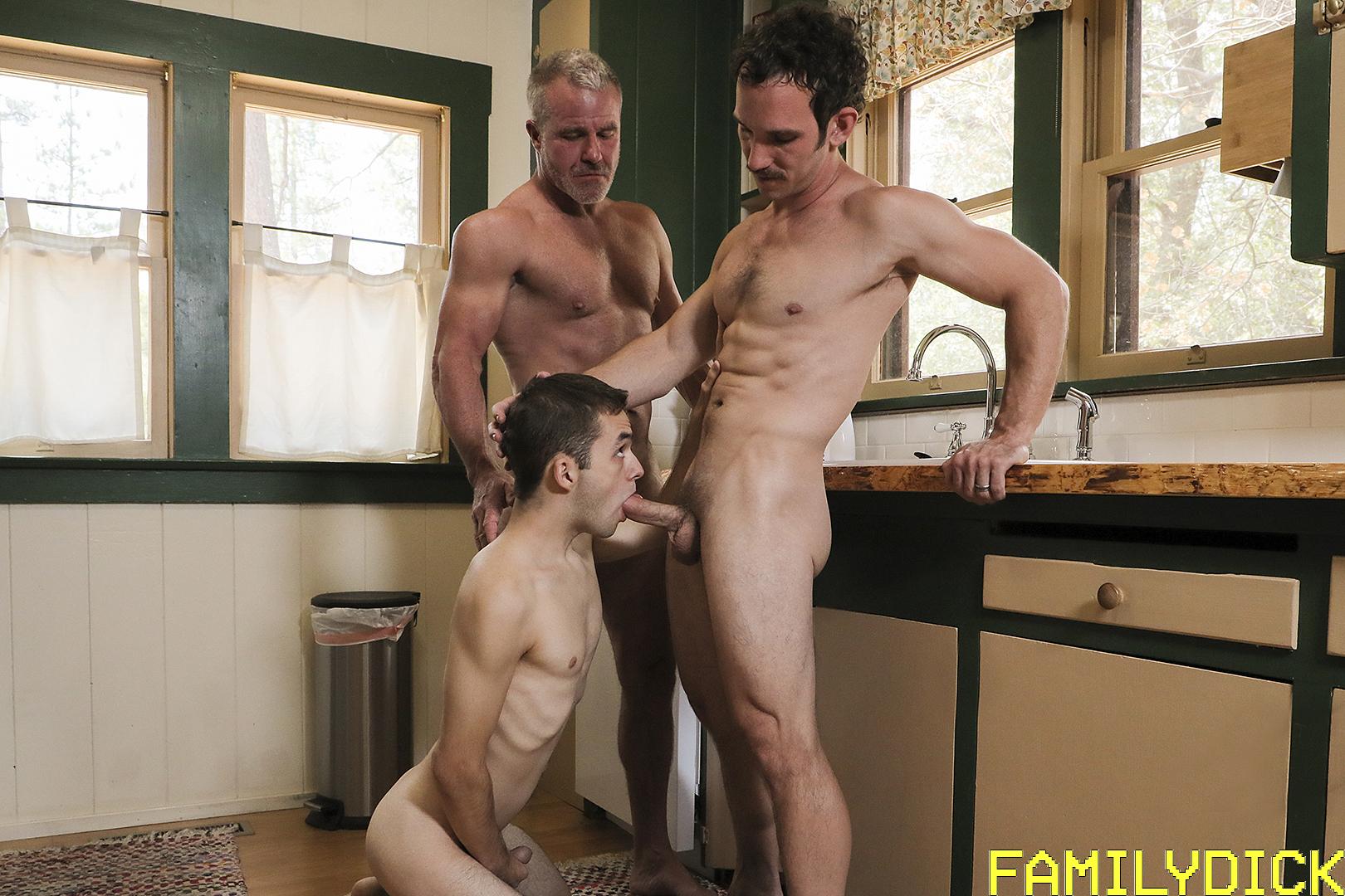 familydick_190728_fdk_01_01